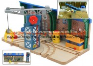 Trenino Thomas STAZIONE REPAIR & GO STATION AT THE SODOR STEAMWORKS COD LC 98200