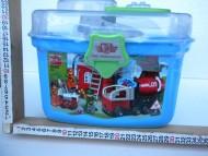 COSTRUZIONI TIPO LEGO DELLA STAZIONE DEI POMPIERI CON AUTOBOTTE  ,IN COMODO SECCHIELLO 3+ ANNI