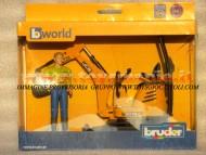 Bruder bworld JCB Micro escavatore 8010 CTS con figura personaggio omino con camicia verde , altri modelli con lo stesso codice         [ cod 62002 ]