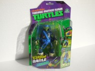 TURTLES PERSONAGGI DELUXE THROW'N BATTLE - TARTARUGA NINJA  LEONARDO 15 CM ( CON MOVIMENTO CAPRIOLA ) GPZ91620
