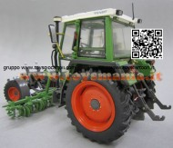 Weise-Toys 1011 Fendt 360 GT with beet hoe 1/32