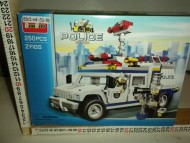 CONFEZIONE GIOCATTOLO TIPO LEGO CON 250 PEZZI DI ODS CHE RAPPRESENTA UN FURGONCINO DELLA POLIZIA !!!COD. C