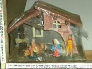 Millenium Christmas. Casetta con le statuine della sacra famiglia; Bue ed asinello. Molto carina e particolareggiata. cod.351