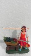 statuina per presepe alta 9 cm circa : venditrice di frutta al mercato cod. 300
