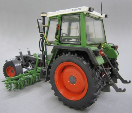 Weise Toys Fendt 360 Gt Con Coltivatore Scala 1 32 In