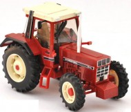 BRITAINS 42490MODELLINO TRATTORE  INTERNATIONAL 956 XL SCALA: 1/32